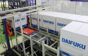 Logistics BusinessShuttle racking system for pallets : Space-saving storage for large quantities  of goods