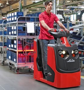 Logistics BusinessLinde Material Handling expands its range of tractors with a two-tonne towing capacity version