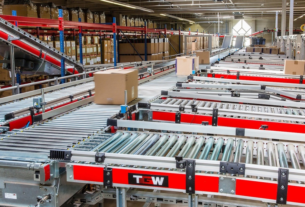 Logistics BusinessTGW boosts productivity for LLOYD shoes