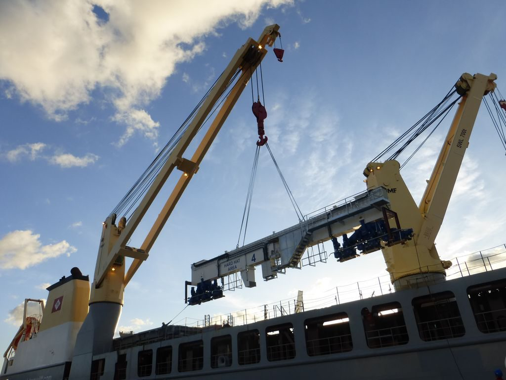 Mobile Crane Apprentice Jobs Canada : Geodis transports large gantry cranes from poland to