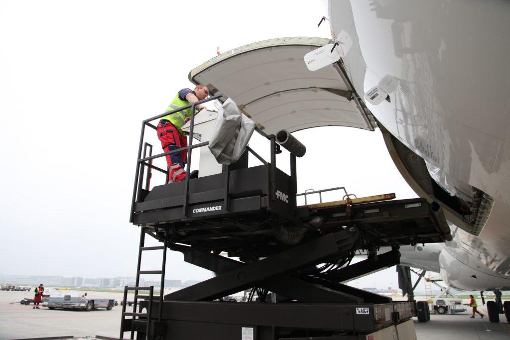Logistics BusinessTIACA and Pharma.Aero Join Up on COVID Vaccine Transport Guidance