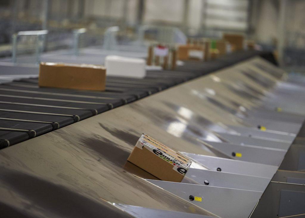 Logistics BusinessSortation System for New Cross-Docking Super-Hub