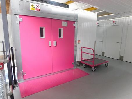 Logistics BusinessLödige Goods Lift Lights Up Self-Storage Facility