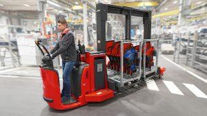 Logistics BusinessLinde Supply Truck Combines Forklift and Train Benefits