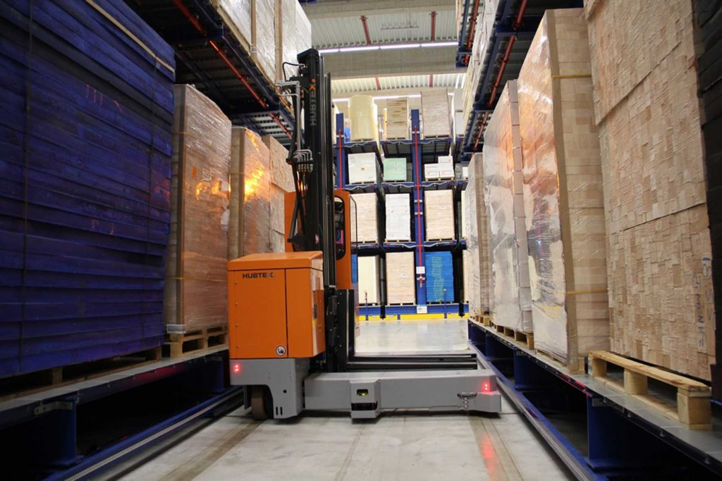 Logistics BusinessCase Study: Hubtex Sideloaders Optimize Space and Storage