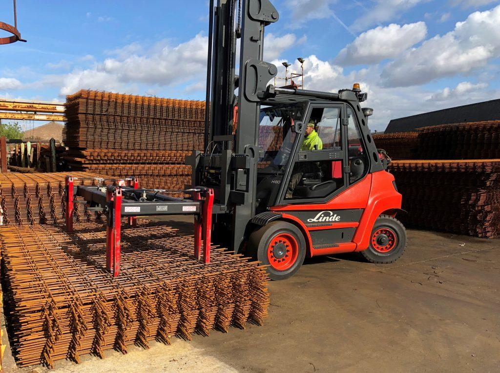 Logistics BusinessFork Attachment Improves Steel Mesh Handling