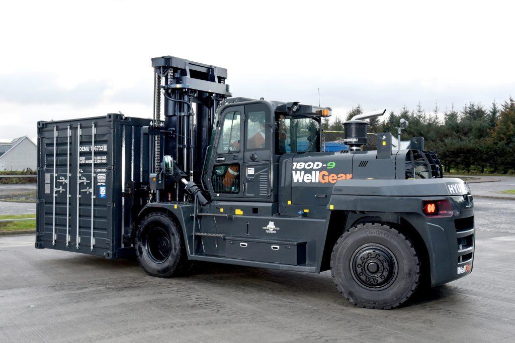 Logistics BusinessHyundai Material Handling 'Paint it Black' for Oil & Gas Specialist