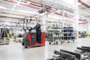 Logistics BusinessNew Linde Tow Tractors Suit Confined Spaces