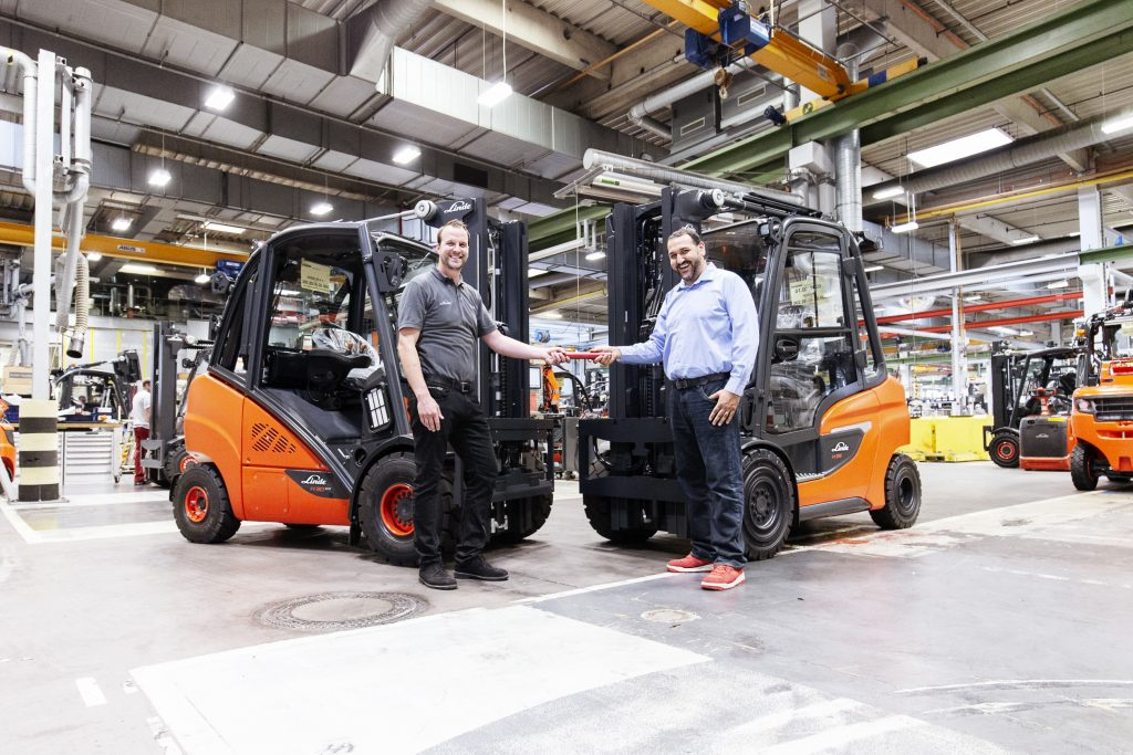 Logistics BusinessFinal Linde 392/393 IC Rolls Off Production Line