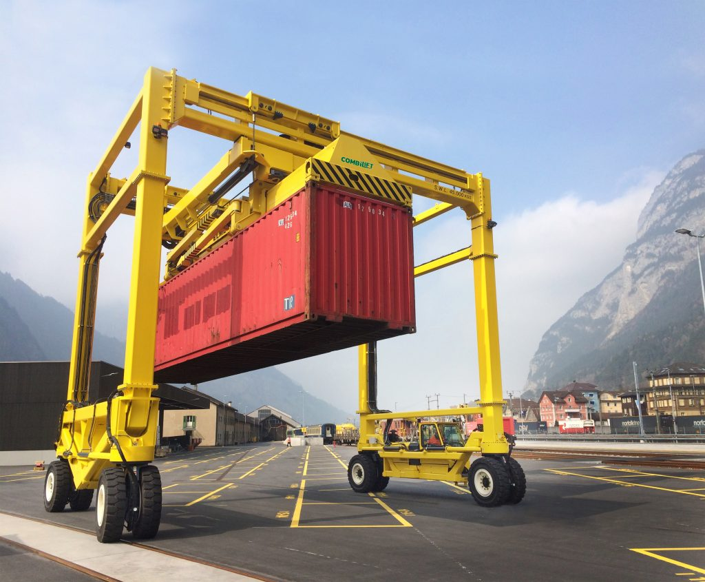 Logistics BusinessCombi-IMSC Straddle Carrier Targets Midsized Intermodal Sites