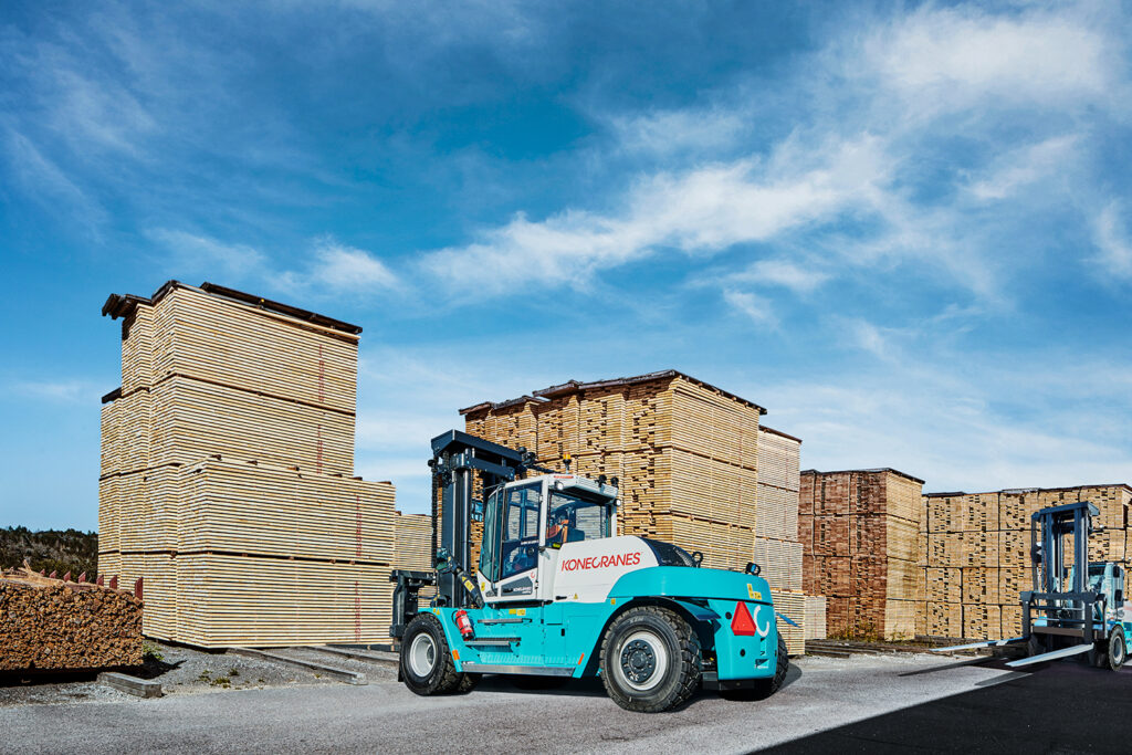 Logistics BusinessNew Reach Stacker Model Introduced to Range