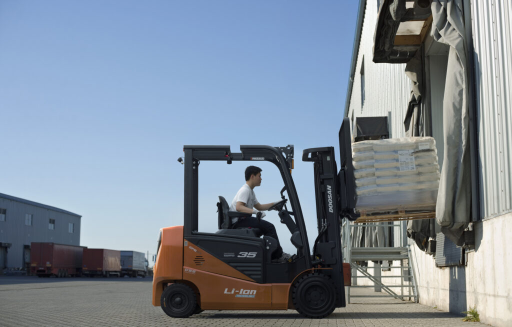 Logistics BusinessDoosan Launch low-cost NXE Series Electric Forklifts