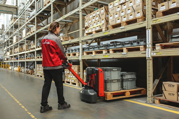 Logistics BusinessNew Pallet Truck Makes for Easy Goods Delivery