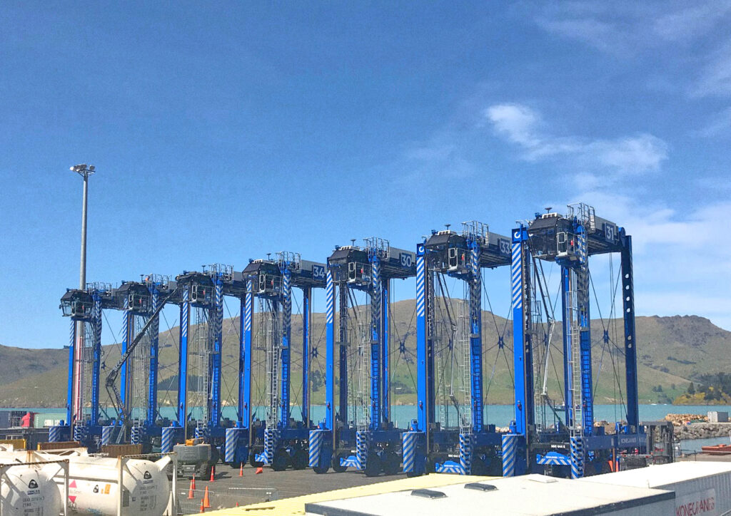 Logistics BusinessNZ port orders more straddle carriers