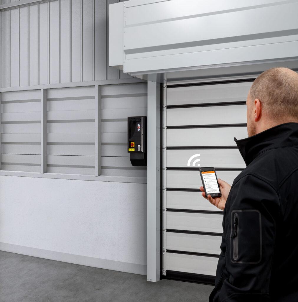 Logistics BusinessEFAFLEX unveils new IoT door solution